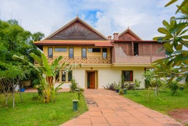 Charming seven bedrooms villa