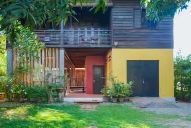 Lovely three bedrooms traditional Khmer house