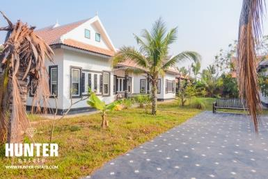 5 Modern, Stylish villa Siem Reap