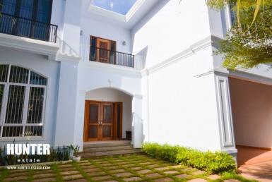 Brand-new decorative 5 units villa